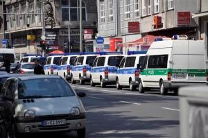 Polizeikorso vor der Regionaldirektion Jobcenter Berlin